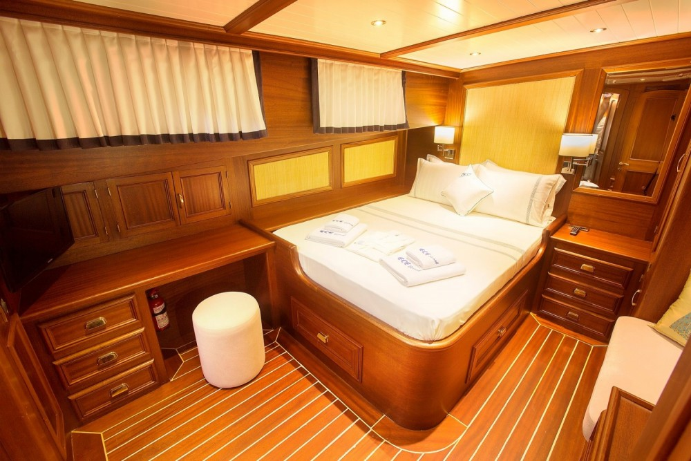 Rental Yacht Custom Made with a permit