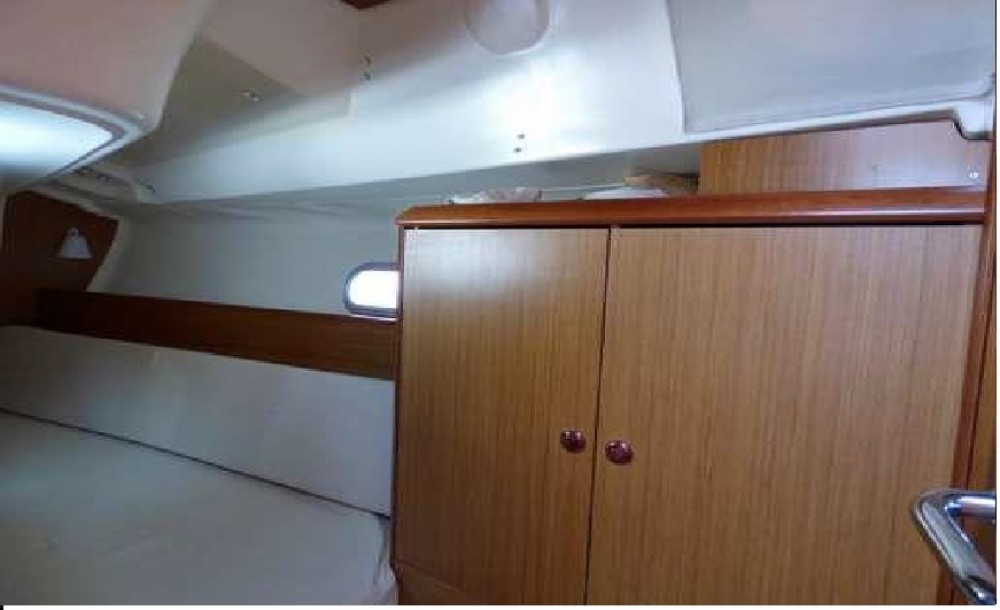 Boat rental Jeanneau Sun Odyssey 32i in Kontokali on Samboat
