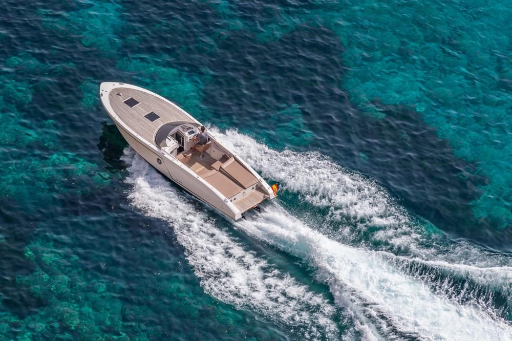 Rental Motorboat Frauscher with a permit