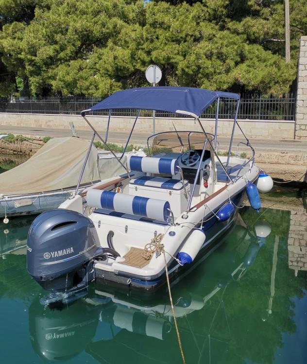 Boat rental PRIMUS MARINE FISHER 20 FISHER 20 in Dubrovnik on Samboat