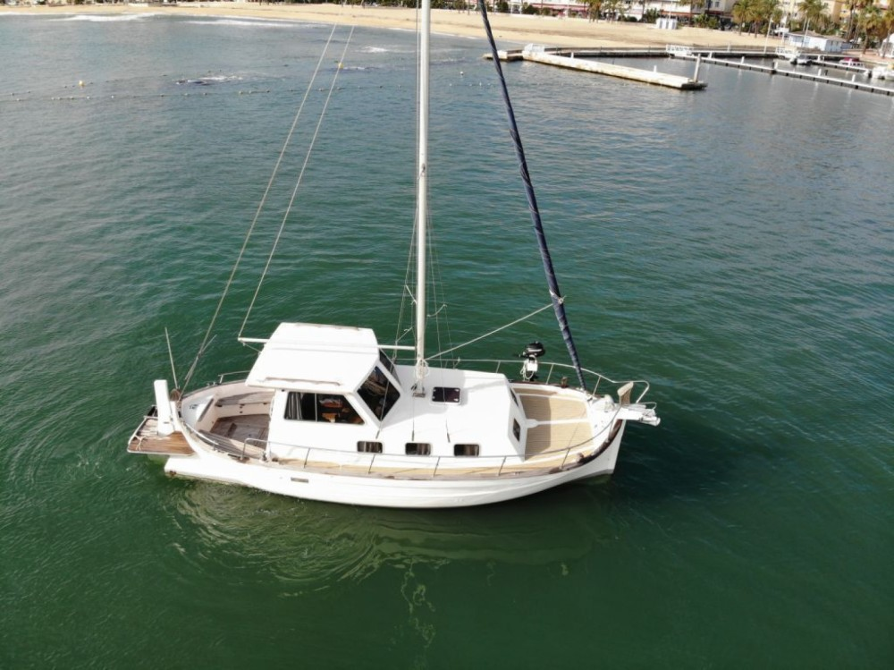 Rent a Menorquin-Yachts 45 luxe Hyères