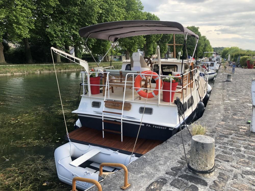 Boat rental Moret-Loing-et-Orvanne cheap AK