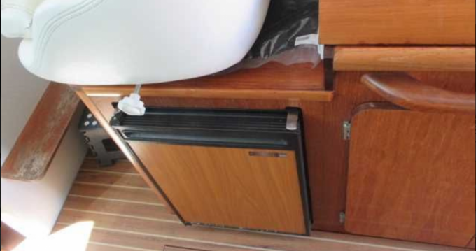 Motorboat for rent Arzon at the best price