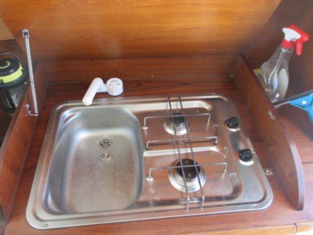 Rent a Jeanneau Merry Fisher 805 Arzon