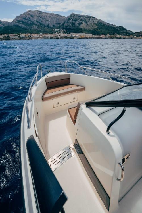 Boat rental Quicksilver Activ 675 Bowrider in Marseille on Samboat