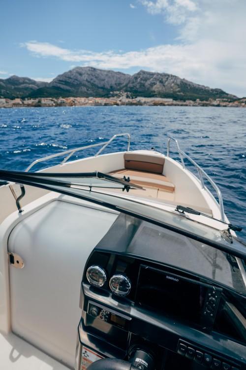 Rental Motorboat in Marseille - Quicksilver Activ 675 Bowrider