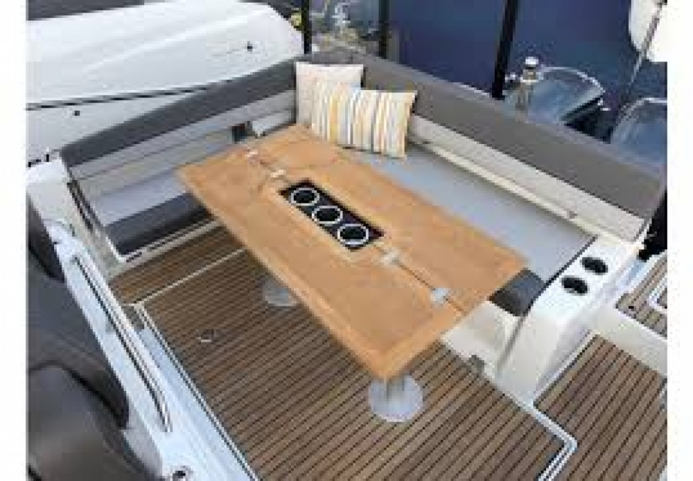 Hire Motorboat with or without skipper Jeanneau Maó