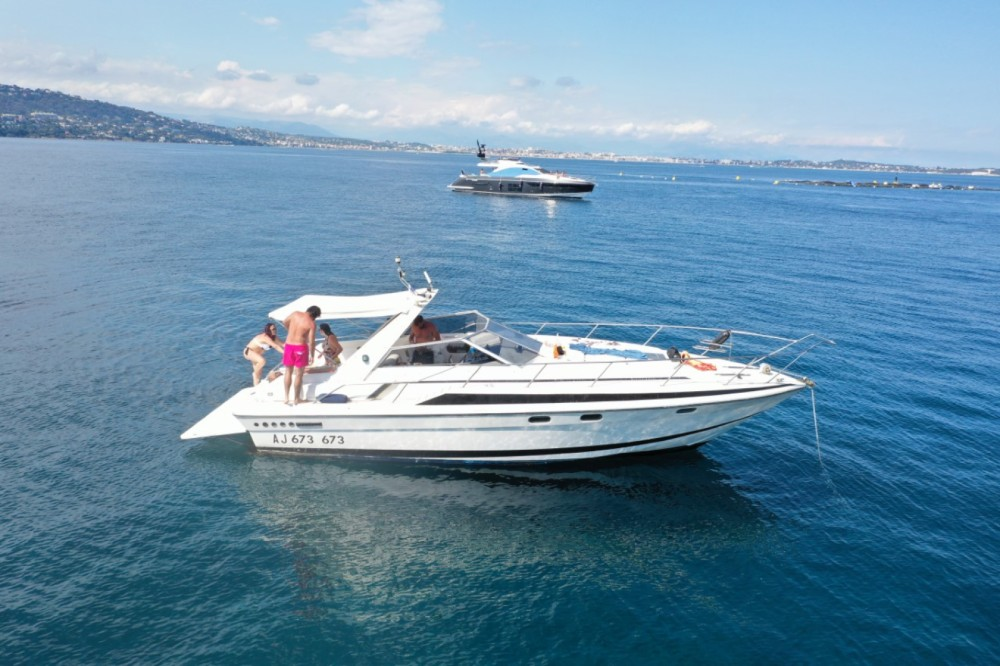 Rental Motorboat in Cannes - Sunseeker san remo 33