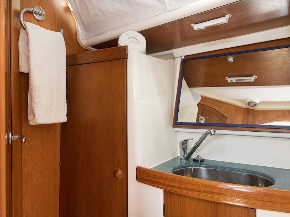 Jeanneau Sun Odyssey 43 between personal and professional Greece