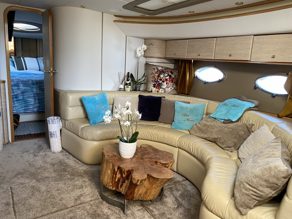 Motorboat for rent La Grande-Motte at the best price
