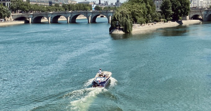 Boat rental Quicksilver Guernsey Classic 20 in Paris on Samboat