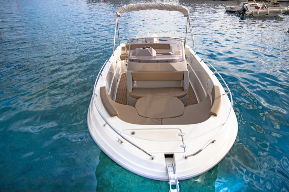 Motorboat for rent Podgora at the best price