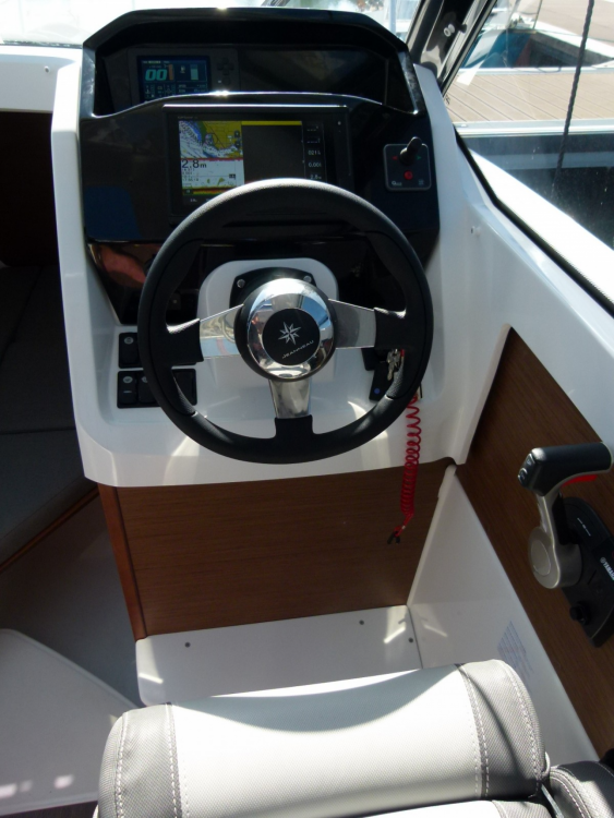 Hire Motorboat with or without skipper Jeanneau Le Havre