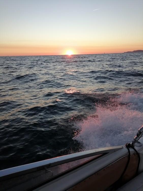 Boat rental Four Winns Sundowner 205 in Marseille on Samboat
