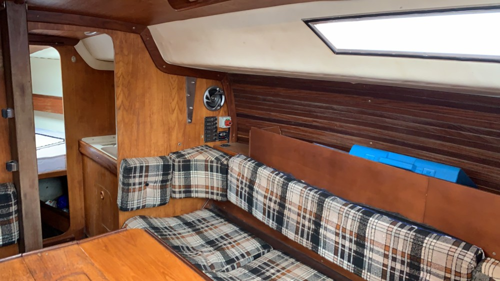 Sailboat for rent Hendaye at the best price