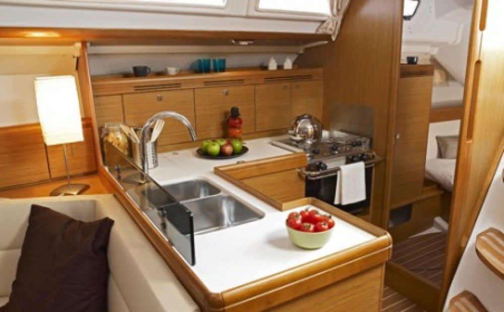 Jeanneau Sun Odyssey 42i between personal and professional Athens