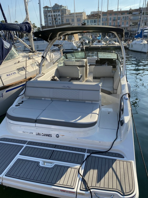 Rental Motorboat in Cannes - Sea Ray SDX 270