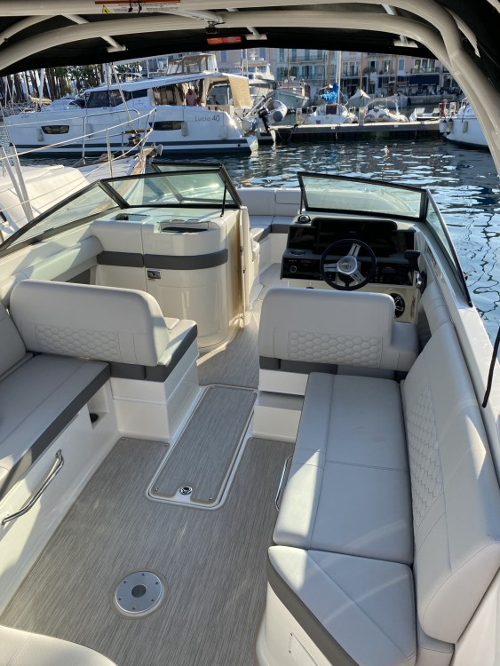 Sea Ray SDX 270 between personal and professional Cannes