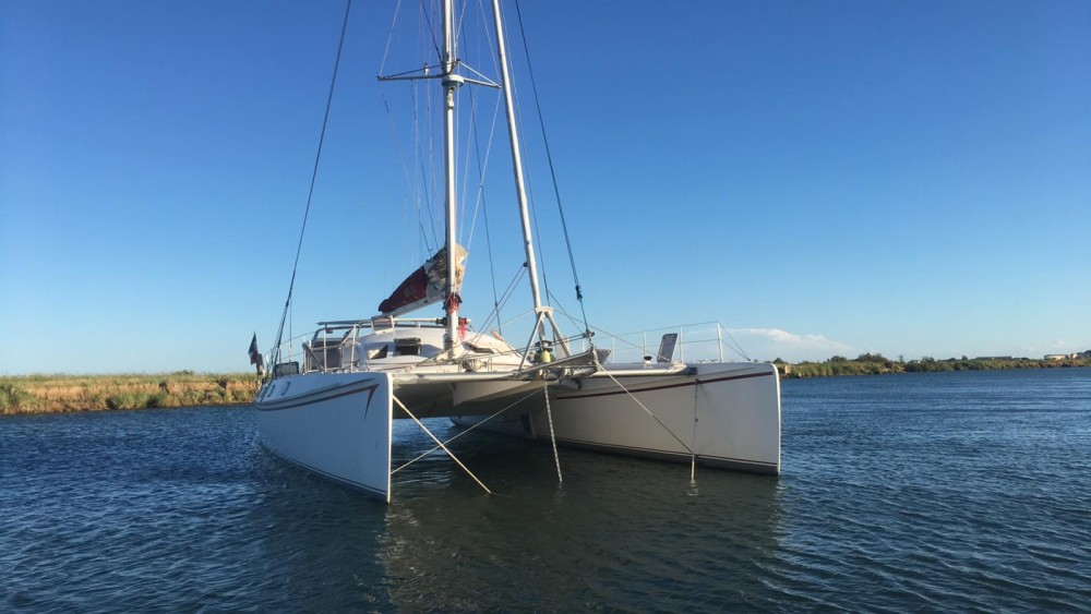 Hire Catamaran with or without skipper Outremer Sète
