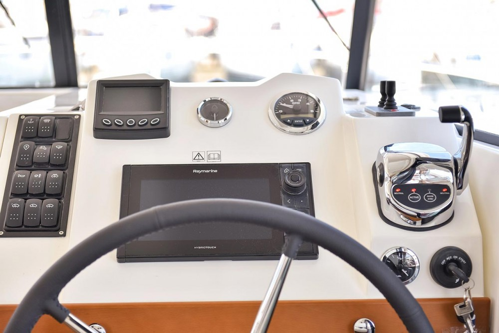 Rental Motorboat in Croatia - Bénéteau Swift Trawler 35