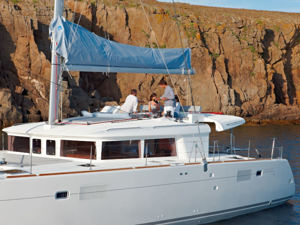 Rent a Lagoon Lagoon 450  Flybridge Álimos