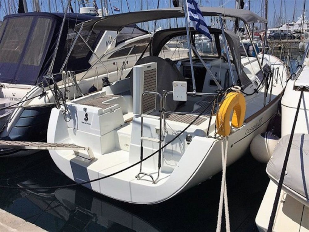Rental Sailboat in Álimos - Bénéteau Oceanis 37
