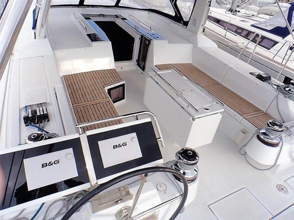 Boat rental Bénéteau Oceanis 55 in Álimos on Samboat