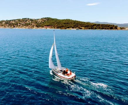 Sailboat for rent Les Sablettes at the best price
