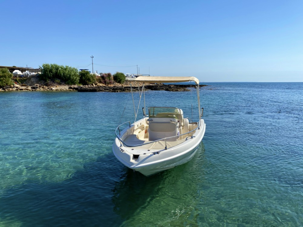 Rental Motorboat T.A.MARE with a permit