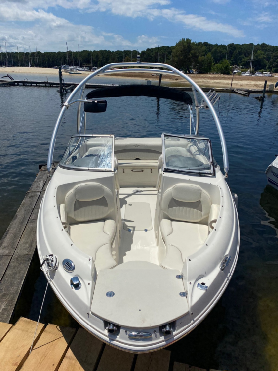 Boat rental Stingray 208cr in Biscarrosse on Samboat