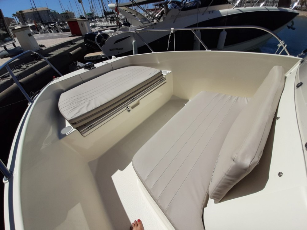 Boat rental Fréjus cheap Activ 675 Open
