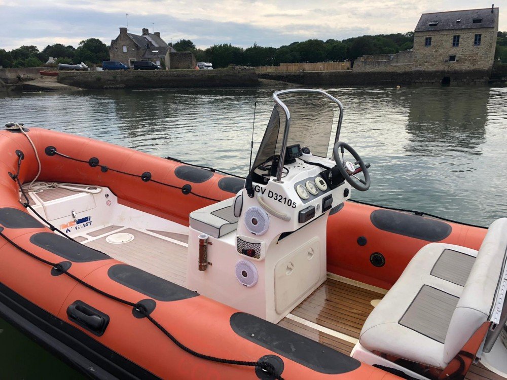 Valiant Valiant 620 Vanguard between personal and professional La Trinité-sur-Mer
