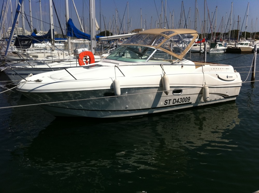Rental Motorboat in Le Grau-du-Roi - Jeanneau Leader 805