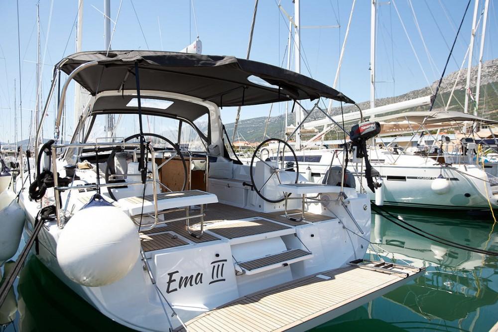 Boat rental Bénéteau Oceanis 411 in Croatia on Samboat