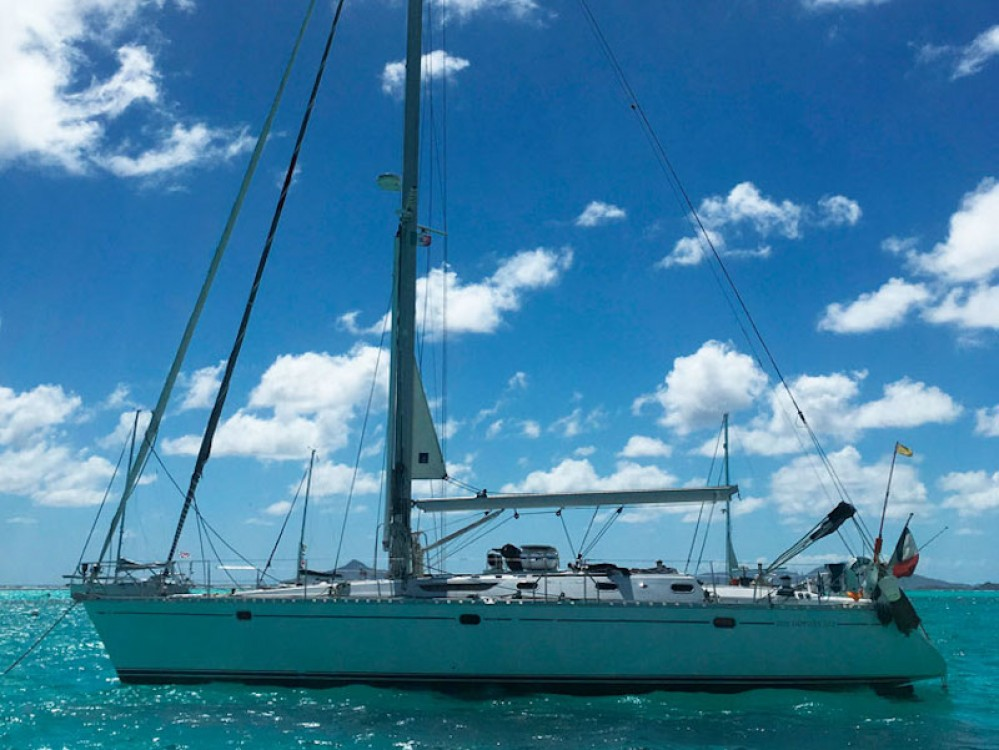Boat rental Alzachèna/Arzachena cheap Sun Odyssey 52.2