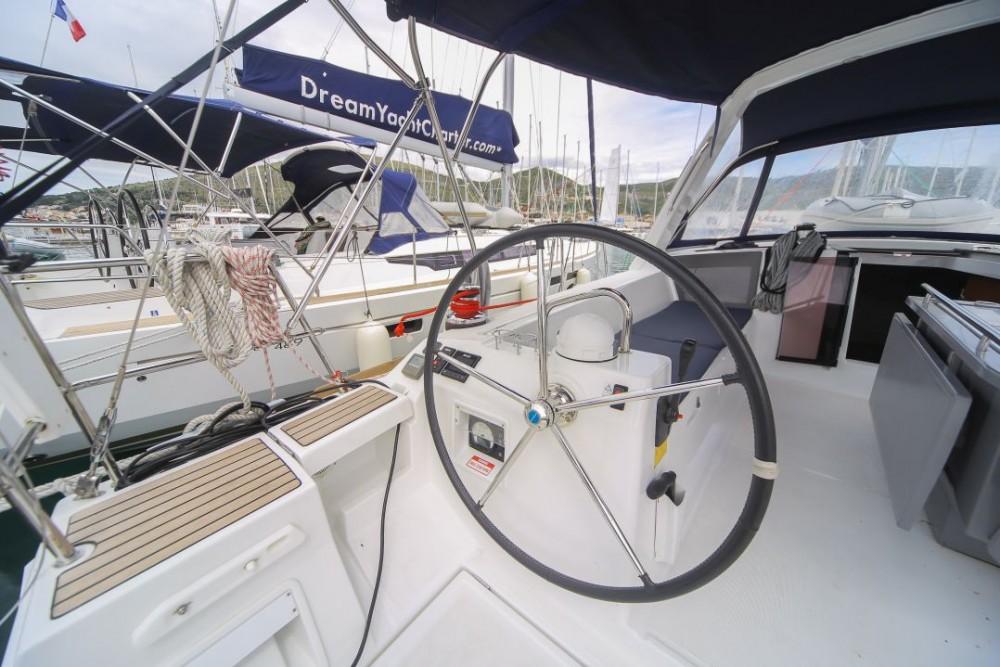 Rental yacht Olbia - Bénéteau Oceanis 45 on SamBoat
