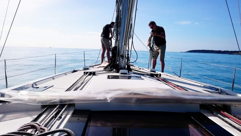 Sailboat for rent Saint-Tropez at the best price