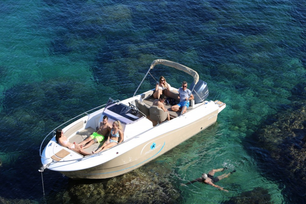 Motorboat for rent Sainte-Maxime at the best price