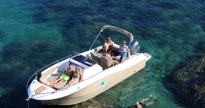 Boat rental Pacific Craft Pacific Craft 750 Open in Sainte-Maxime on Samboat