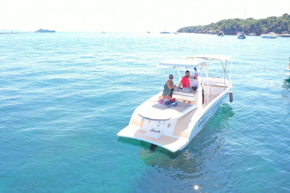 Rental Motorboat in Cannes - Open pro 26