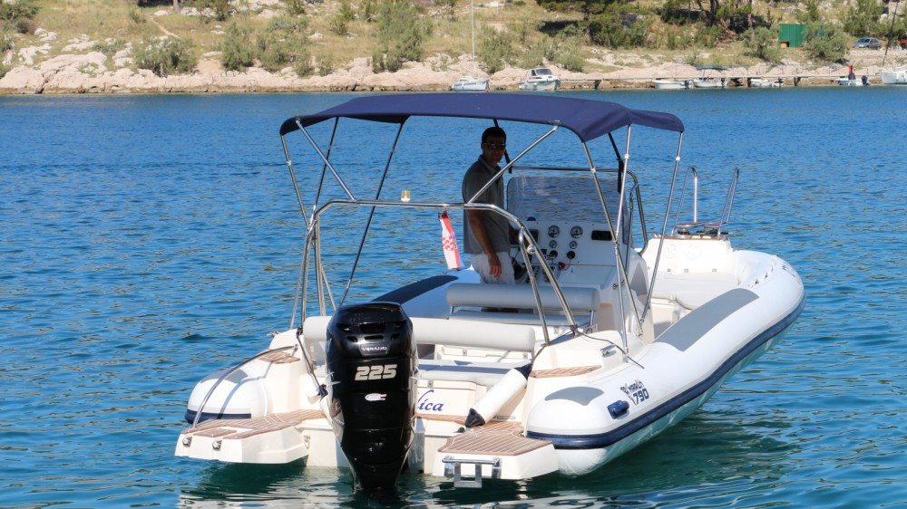 Rental Motorboat in Makarska - Marlin Boat 790 Pro Dynamic