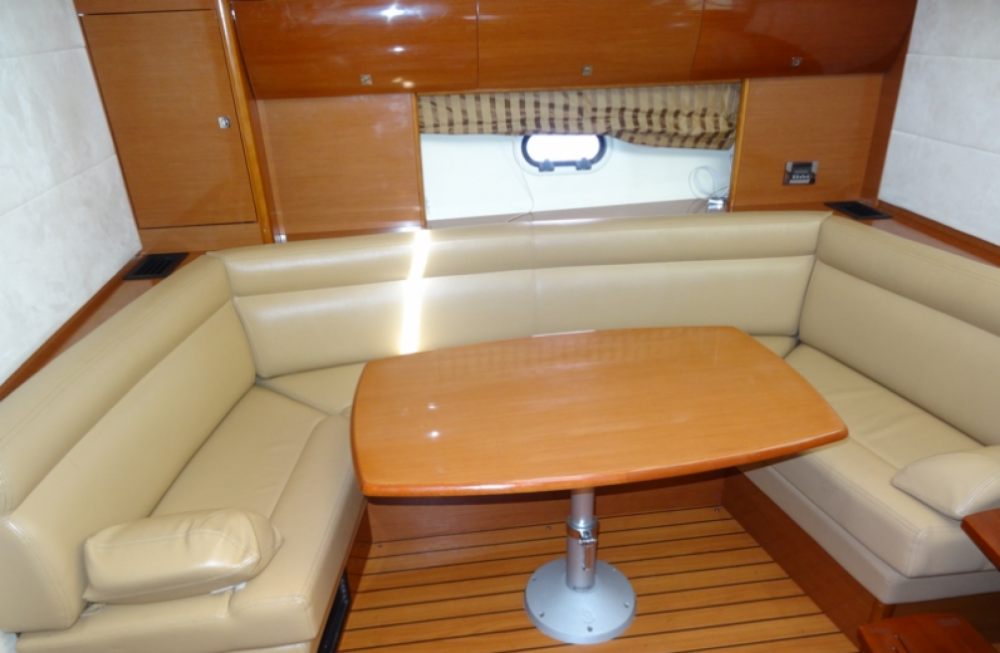 Boat rental Prestige Prestige 42 S in Fréjus on Samboat