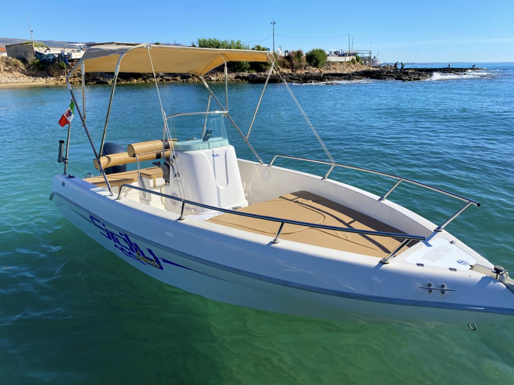 Motorboat for rent Avola at the best price