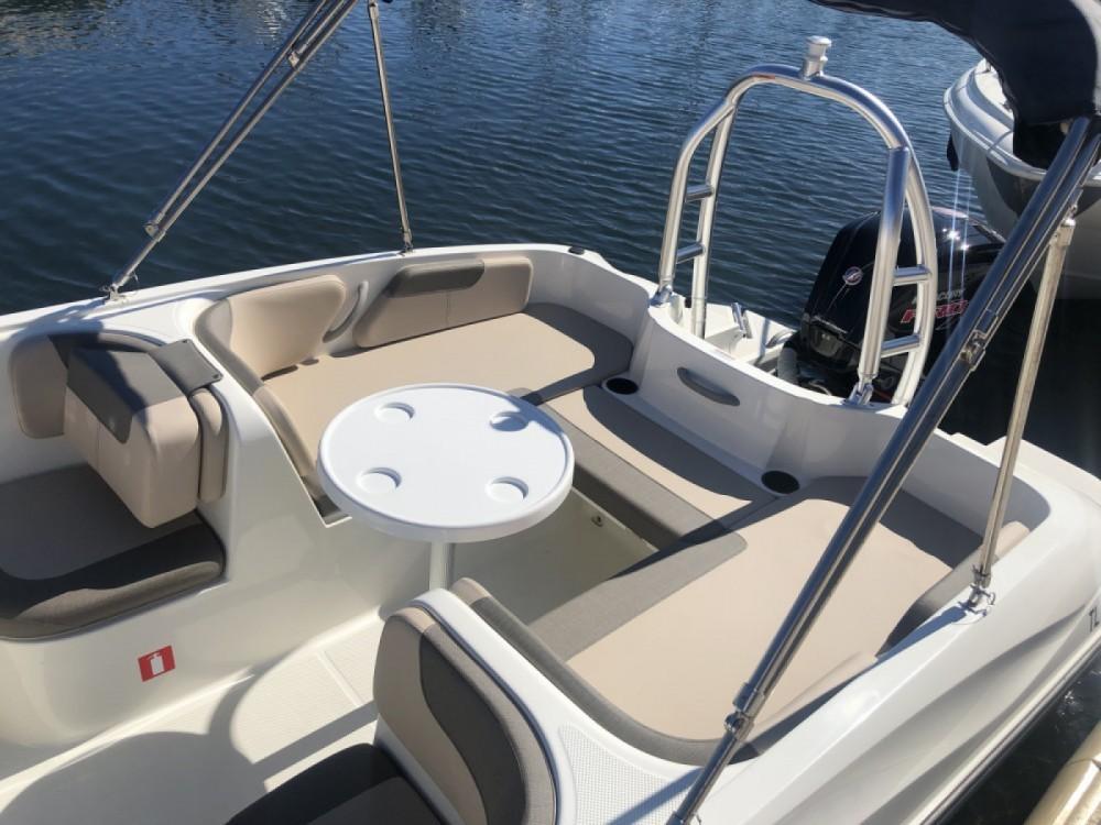 Rental yacht Aix-les-Bains - Bayliner Element E7 on SamBoat