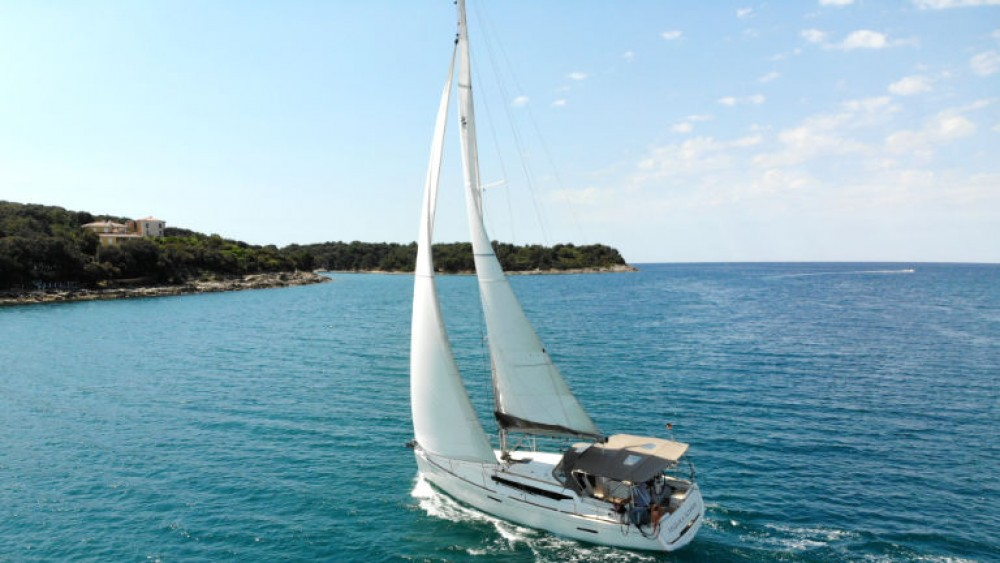 Rental Sailboat in Grad Pula - Jeanneau Sun Odyssey 389