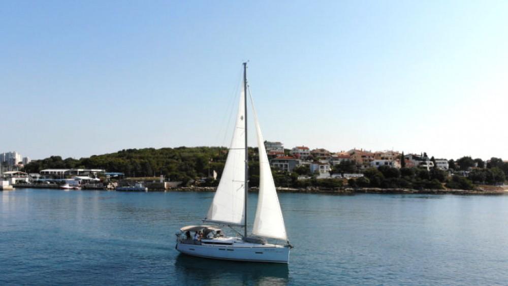 Boat rental Jeanneau Sun Odyssey 419 in Grad Pula on Samboat