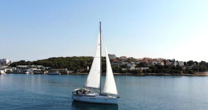 Boat rental Jeanneau Sun Odyssey 419 in Pula on Samboat