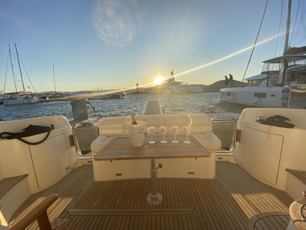 Boat rental Azimut Azimut 39 E Fly in Fréjus on Samboat