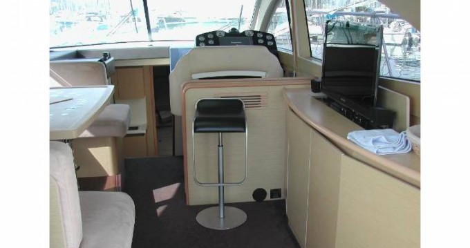 Hire Motorboat with or without skipper Bénéteau Fréjus