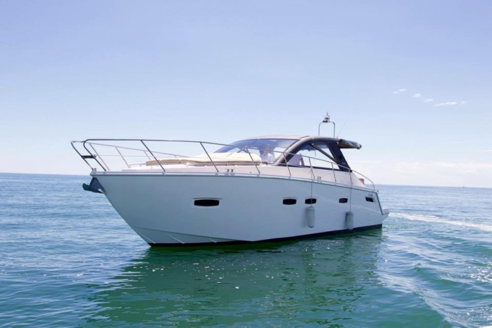 Hire Motorboat with or without skipper Sealine Mauguio